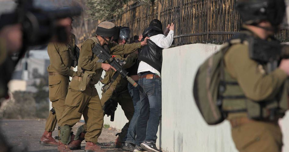 IOF arrests two Palestinians at checkpoint near Tulkarem