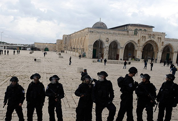 Al-Aqsa subjected to 'over 40 attacks a month' in 2017