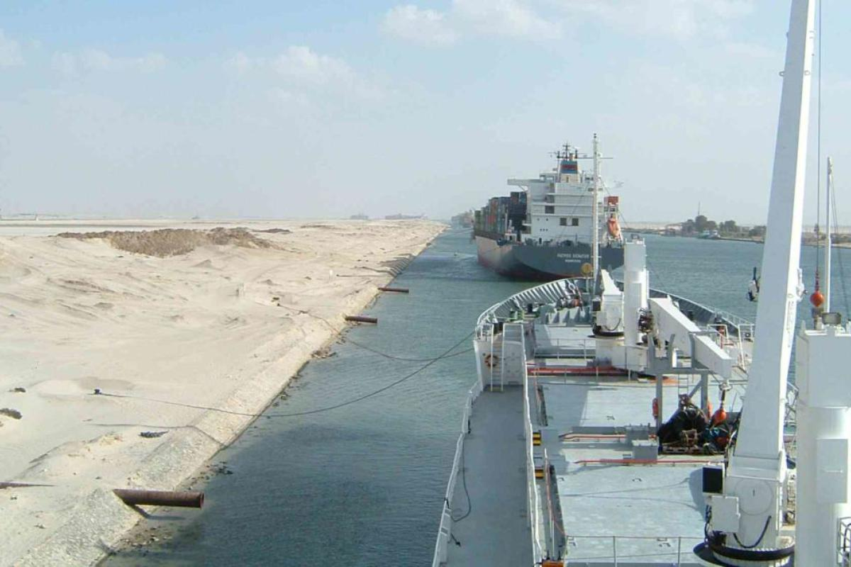 Egypt cuts transit fees through Suez Canal by half
