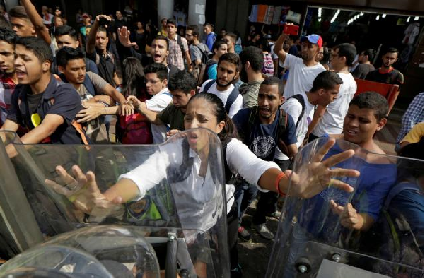 Food riots in Venezuela leave four dead, 16 wounded