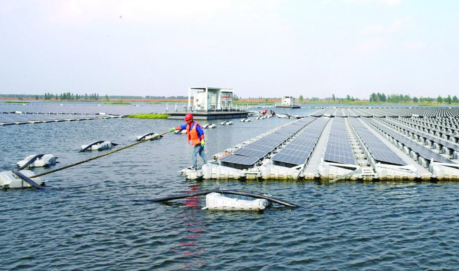 Floating solar farm reflects Beijing's clean energy ambitions