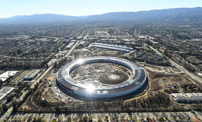 """Channeling Steve Jobs, Apple seeks design perfection at new """"spaceship"""" campus"""