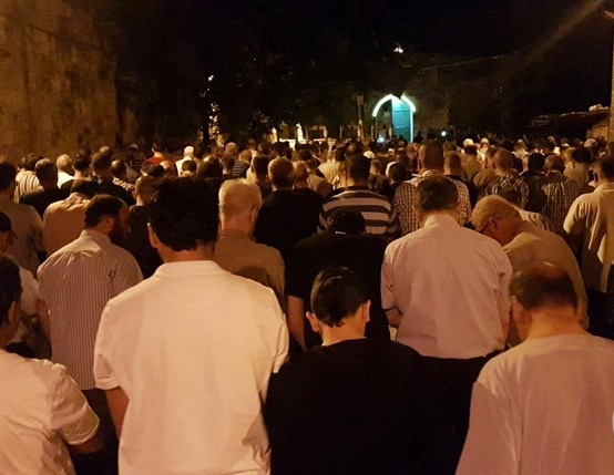 Palestinians pray outside Al-Aqsa Mosque in protest of new metal detectors