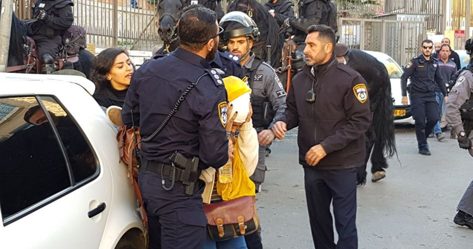 Israeli police assault Palestinian girl, remove her headscarf in J'lem