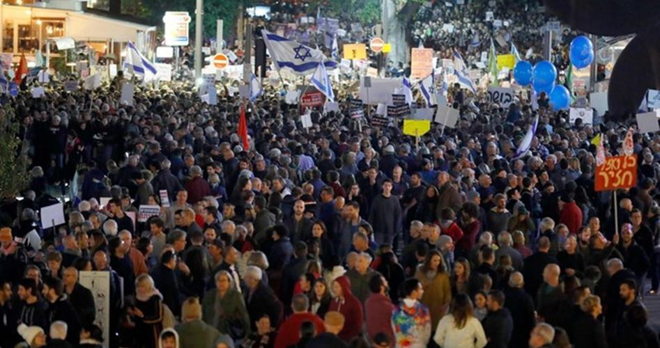 Tens of thousands rally over Netanyahu corruption