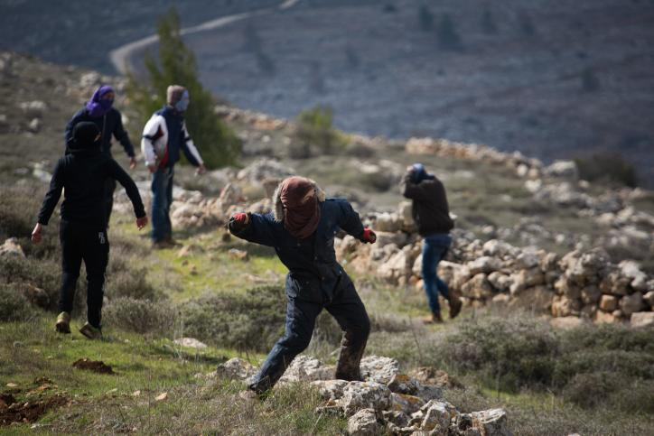 Jewish settlers throw rocks at Israeli forces during outpost evacuation, injure 8